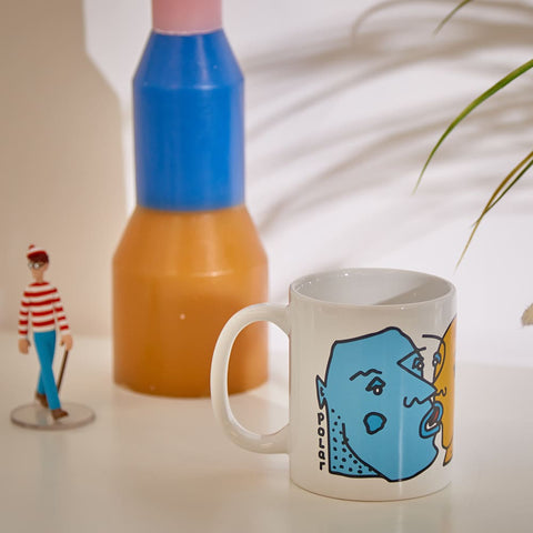 polar kissing faces mug