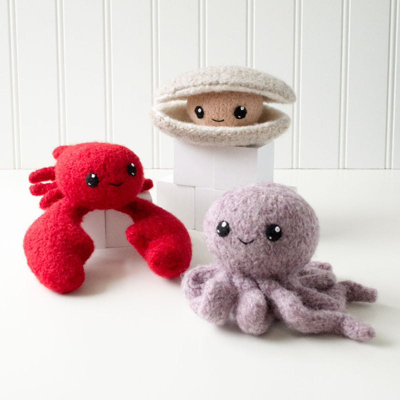 Surf's Up! 1: Lobster, Octopus, Clam Felted Knit Amigurumi Pattern, 4 inch - CraftyAlien.com
