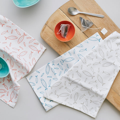 In a classic fish pattern design, these hand printed tea towels features shoals of fish inspired by Kerala's backwaters. In a set of 3 colours, the tea towels are a popular home addition or gift for loved ones with the the classic, playful design lasting for years.