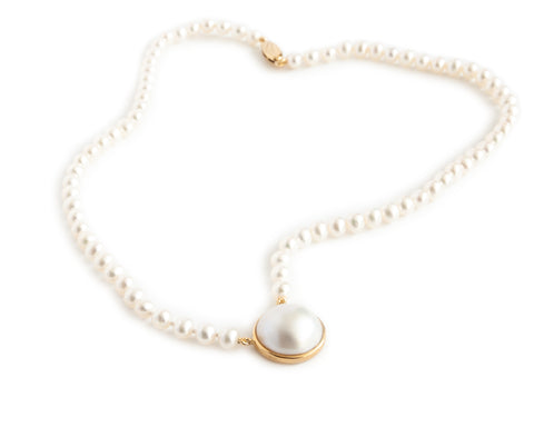 Pearl Necklace with Mabe Pearl - 9ct gold