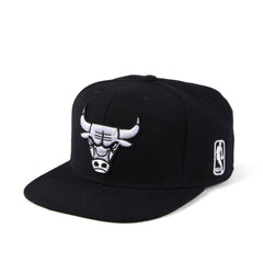 MITCHELL & NESS SNAPBACK BLACK & WHITE BULLS