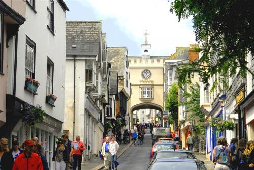 image of Totnes High Street