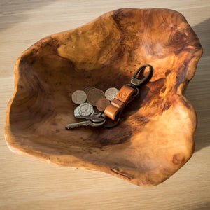 Wooden bowl with keyring and coins