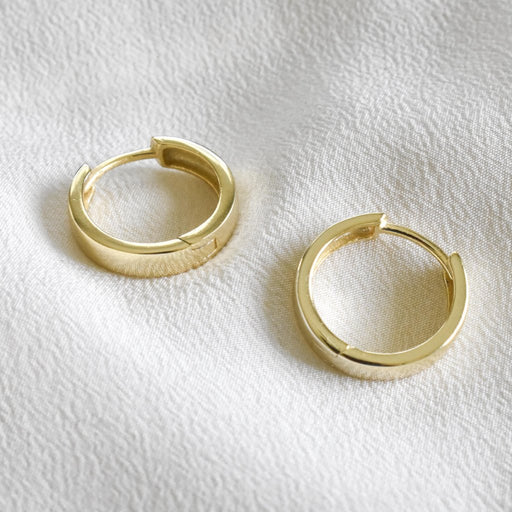 Gold vermeil hoops. Cute minimal gold hoops. Small, gold hoops to wear everyday.