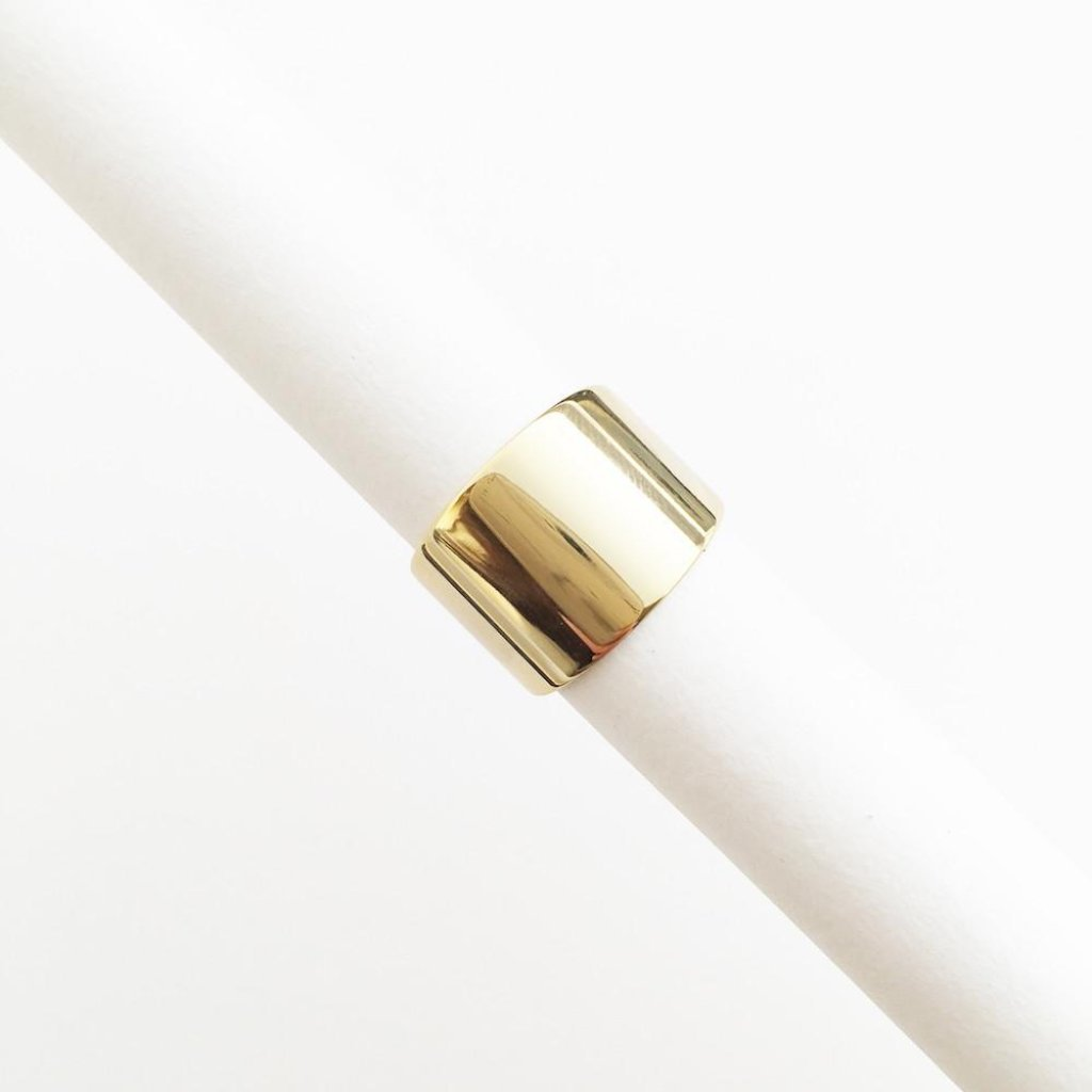 24k gold plated minimal adjustable thick ring. Perfect to wear everyday!