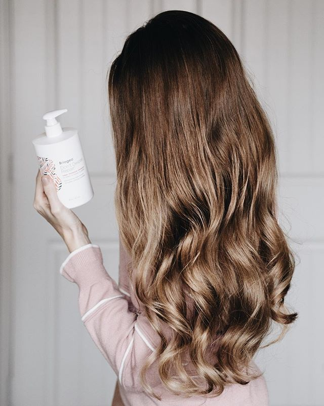 <p>I have loved Briogeo'se hair products for years, so I jumped at the chance to try the new Briogeo Don't Despair, Repair! Super Moisture Shampoo. My hair tends to get really dry, and this shampoo hydrates like no other!</p>