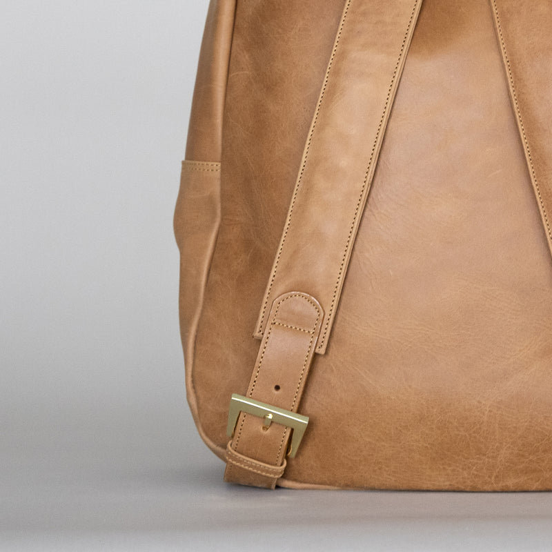 Gaucho backpack in Aged Tan rear detail
