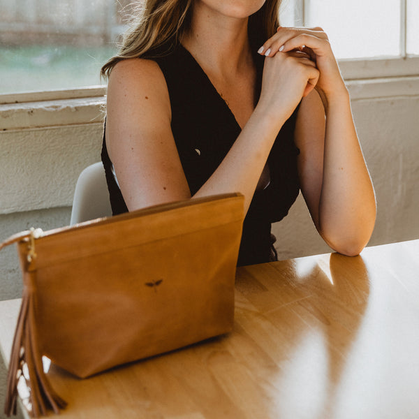 Laguna clutch Aged Tan on the table - model shot