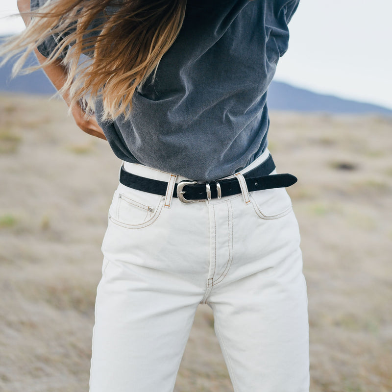 Laurel belt in Black on model