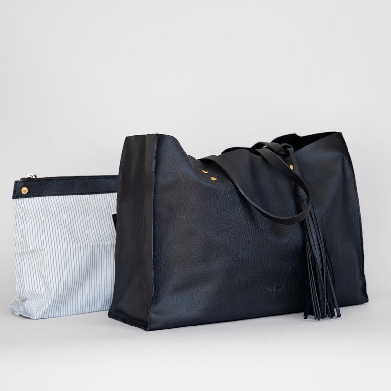 Pampa Handbag in Black - Side with pouch photo