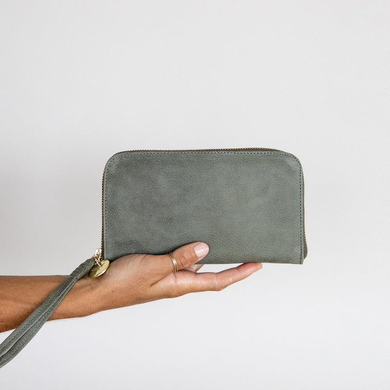 Zip Wallet in Military leather in hand