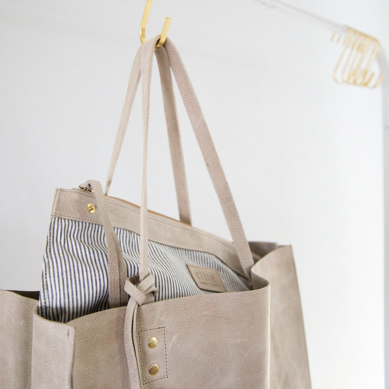 pampa tote in latte with pouch