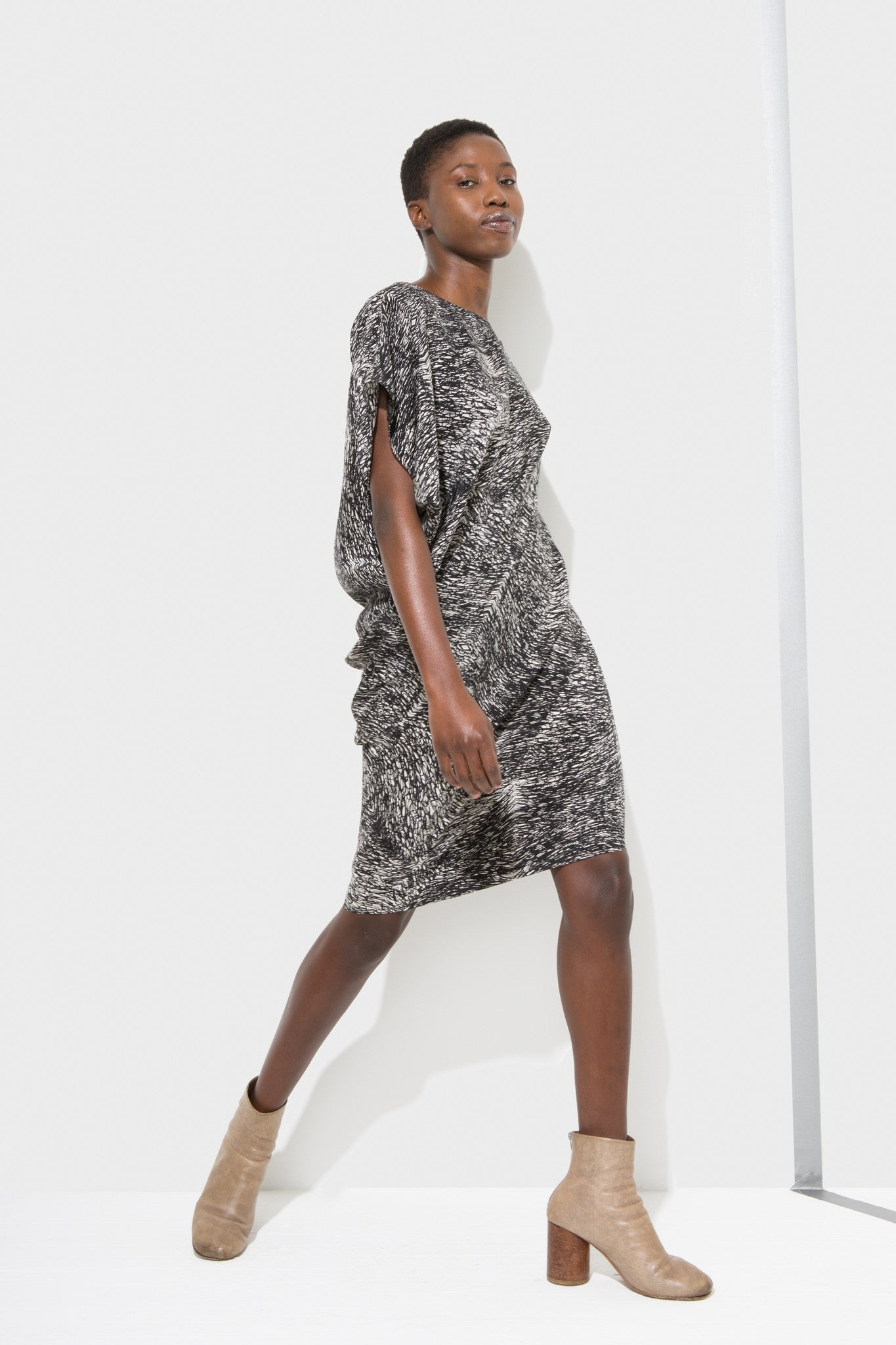 Zoe Dress is a dart less, shift- dress designed by H. Fredriksson.