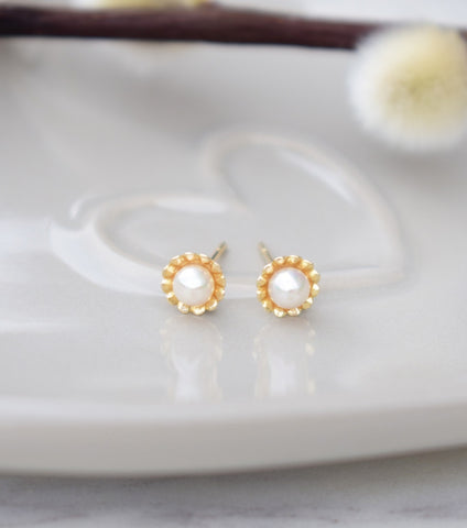 9ct Yellow Gold Scalloped Flower Stud Earrings, earrings - Katherine Swaine