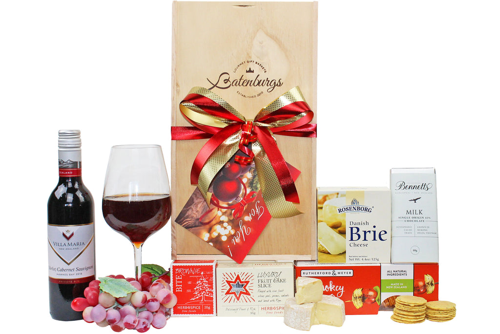 NZ Christmas hamper with Villa Maria wine, cheese, crackers, Christmas cake, brownie and Bennetts of Mangawhai chocolate bar. Delivered NZ wide by Batenburg's Gift Hampers Auckland.