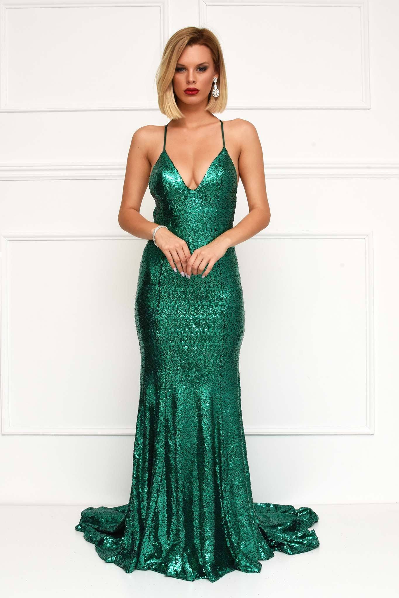 Emerald Sundae is a collection for the true dress enthusiast. We are the go-to source for the modern fashion fan, who wants to throw on a dress and be ready for.