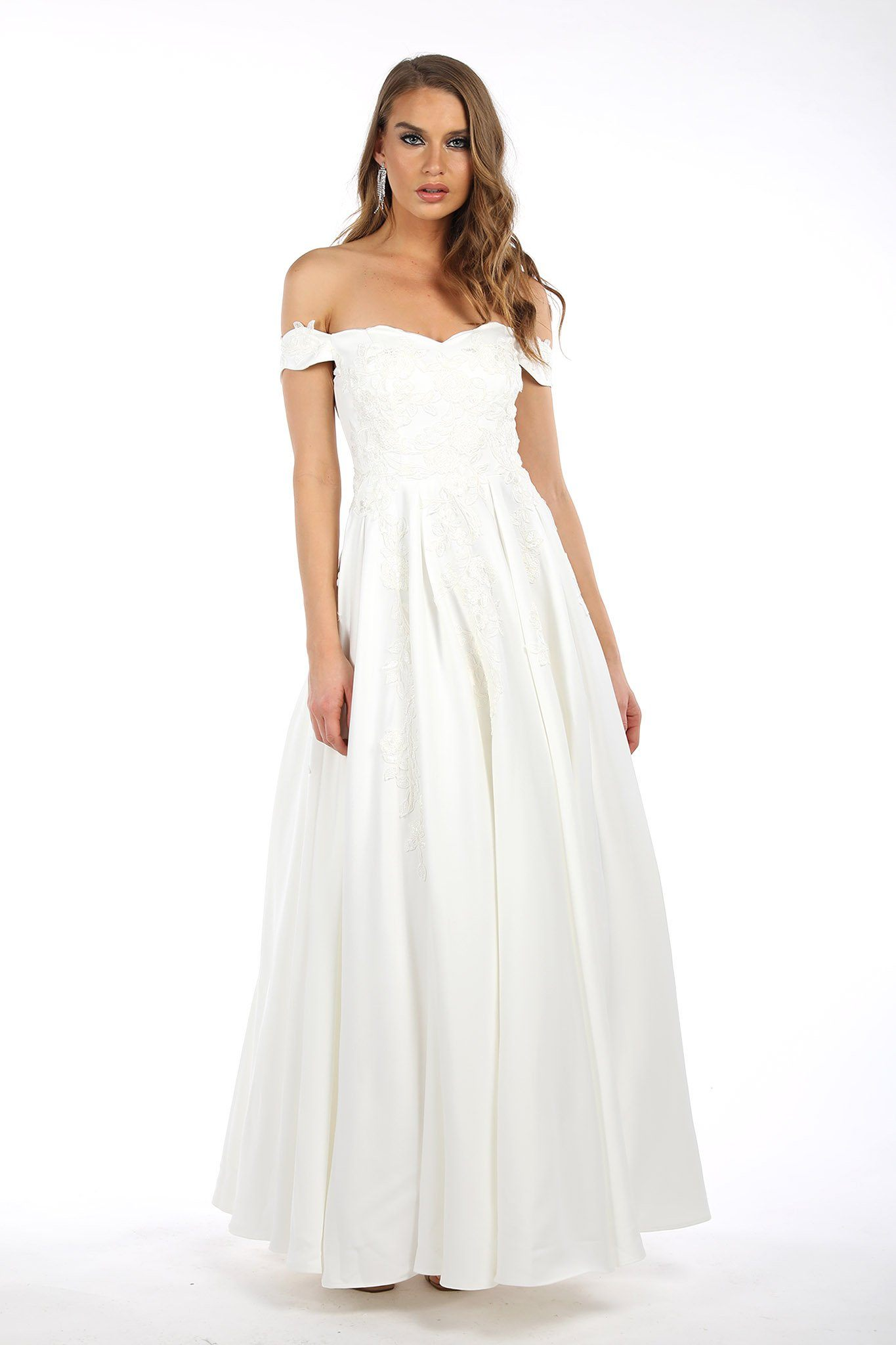 Ivory coloured ball gown in strapless off-shoulder sweetheart neckline, cap sleeves, lace detailing, open back, A-line flared floor-length skirt