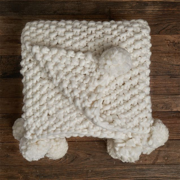 Chunky Pebble Blanket with Poms