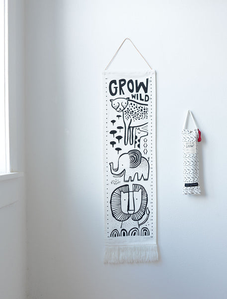 Wee Gallery Canvas Growth Chart - Farm Yard