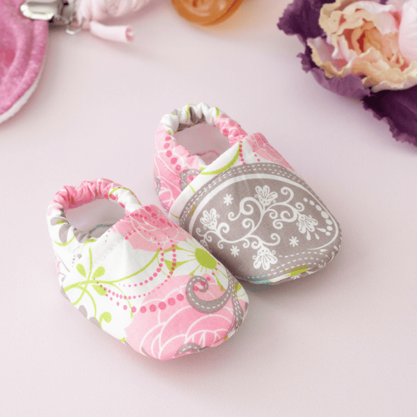 valentine's day baby booties, baby girl booties, newborn baby shoes, going home shoes