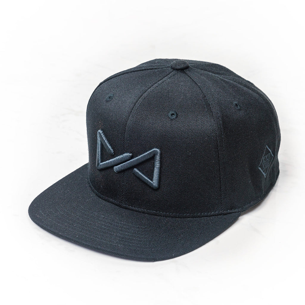 Classic snapback black on black