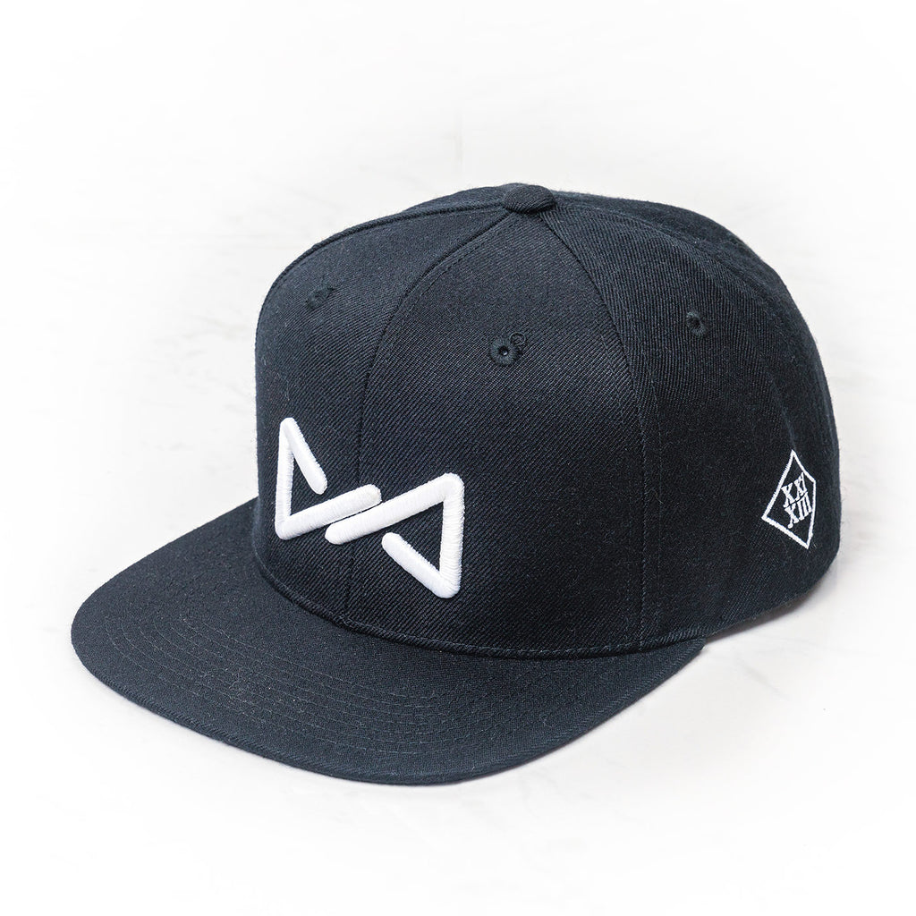 Classic snapback white on black