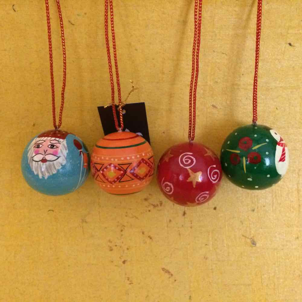 Christmas Decorative Balls :: Set of 4