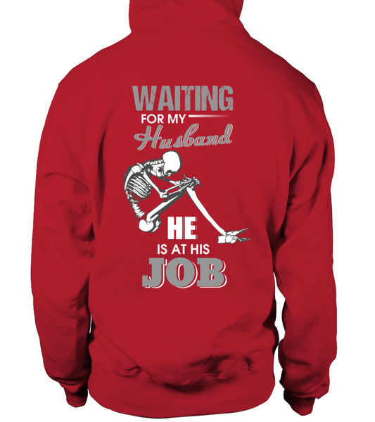 Roughneck Wife Waiting For Her Husband Shirt - Giggle Rich - 2