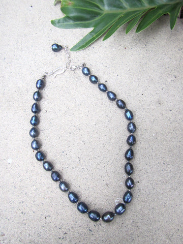 Icon Pearl Necklace - Navy