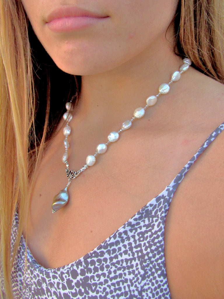 Ovation Pearl Necklace, White