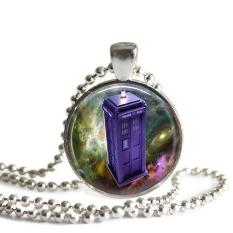 Tardis doctor who necklace
