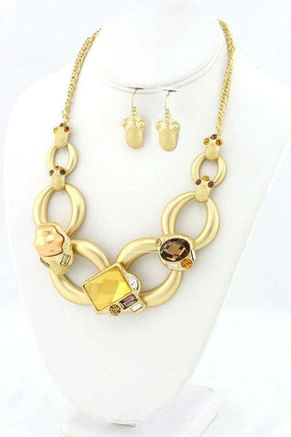 Golden Linked Necklace Set - The Best Accessory