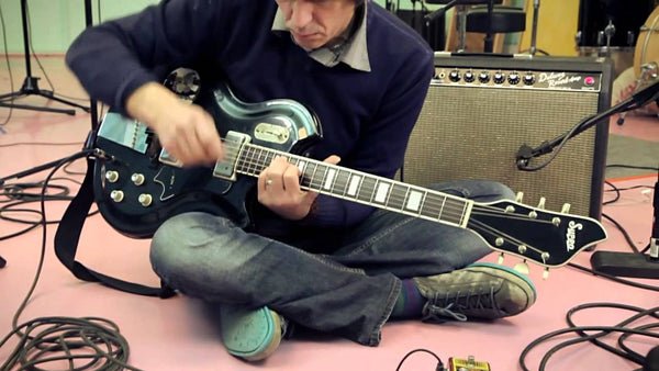 Steven Drozd of the Flaming Lips Demos Janus Tremolo/Fuzz Pedal