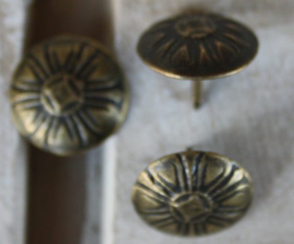 Antique look daisy pins 16mm diameter - Da Vinci Chalk Paint Creative painting