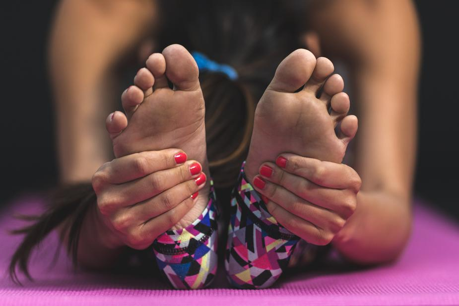 HOW TO TAKE THE STINK OUT OF YOUR YOGA MAT