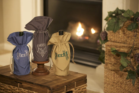 Consider using these as elegant cheers gift sets for New Year's Eve or maybe table decorations and surprise gifts for the New Year's Eve party.