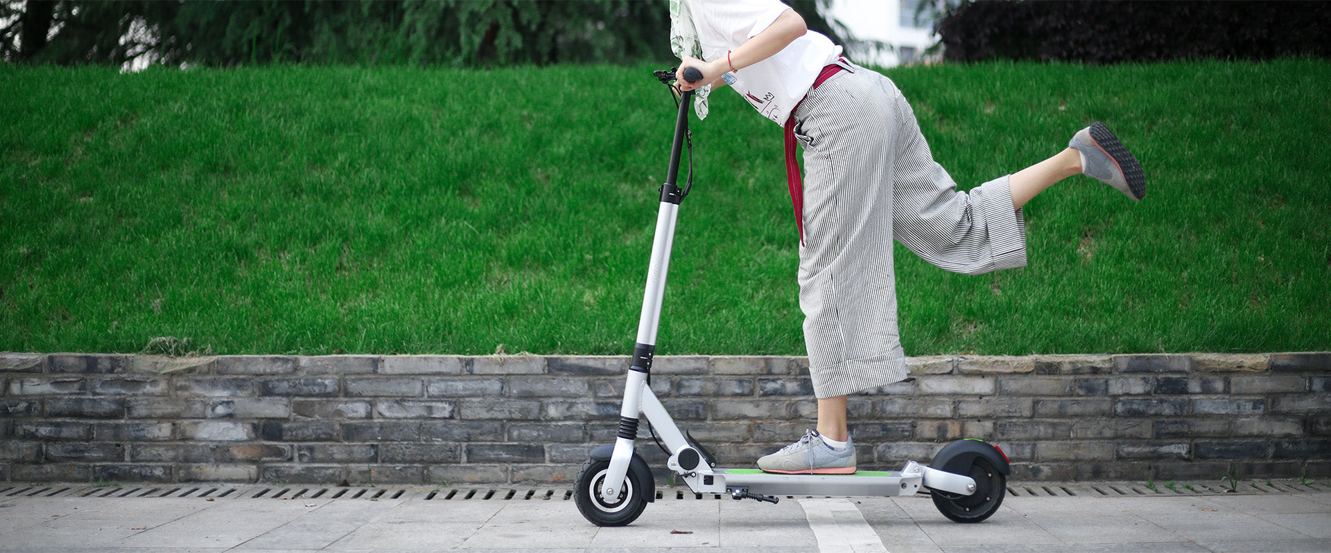 how to maximise the range of your electric scooter