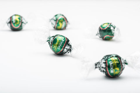 Just one taste of a dark chocolate peppermint truffle will conjure memories of happy holidays past. The Lindt Peppermint Extra Dark Chocolate truffle features a delicate extra dark shell and an irresistibly smooth peppermint truffle filling.