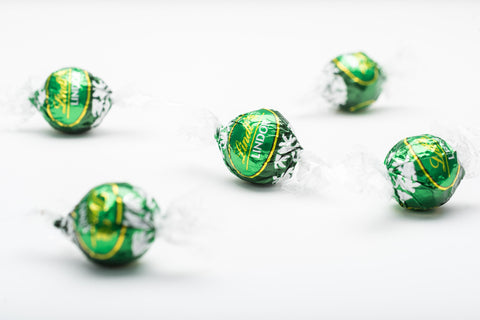 A fantastic combination of chocolate! A dark chocolate shell encases a smooth creamy white chocolate mint infused centre. We once had Mint Lindor in the UK but they disappeared years ago so we've imported these from the USA and you can now get them easily through The Chocolate Emporium!