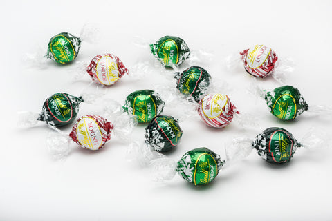 This collection currently features 3 different types of minty Lindt Lindor. The Mint truffles with a dark chocolate shell and a creamy white mint centre, the dark chocolate peppermint truffles, and the White Chocolate Peppermint Cookie! An absolute must have gift for any mint chocolate lovers! None of these flavours are available in the UK!