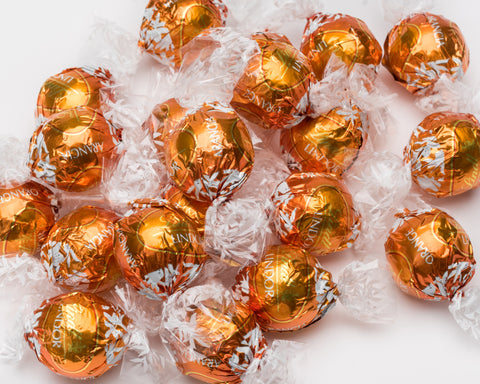 A dark chocolate and Orange truffle. A smooth dark shell holds a creamy sweet dark chocolate orange ganache. If you like Terry's Chocolate Orange and dark chocolate you'll absolutely love these! If you prefer yours a little sweeter then try the Milk Chocolate Orange Lindor!