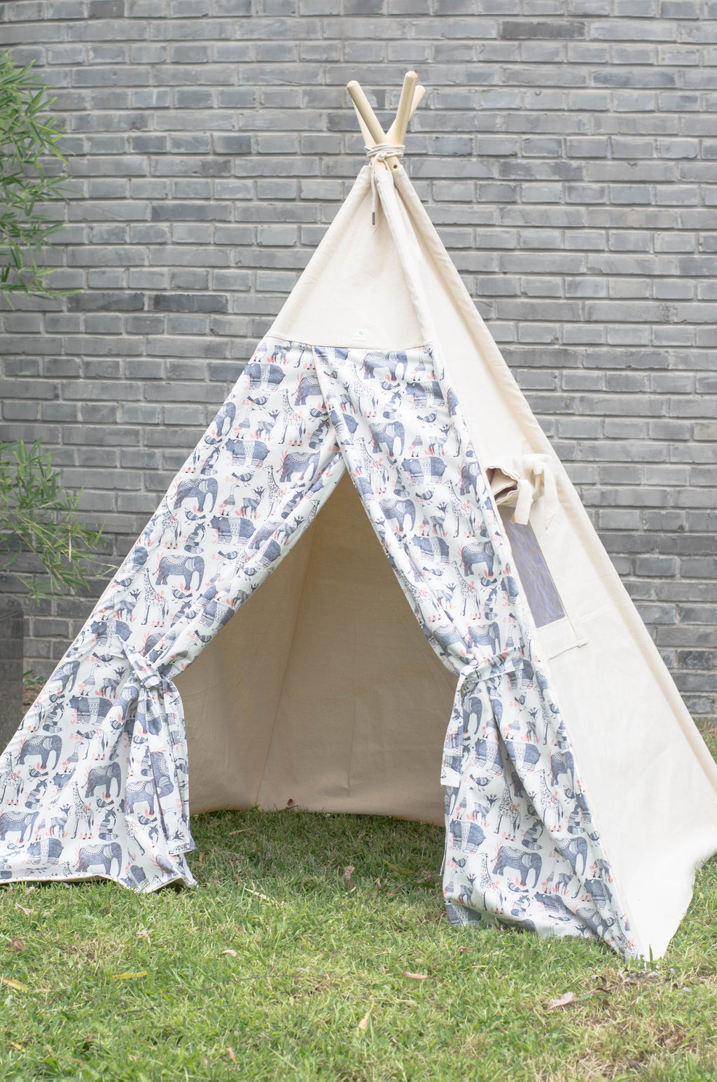 luxe-teepee-kids-teepee-animals-print