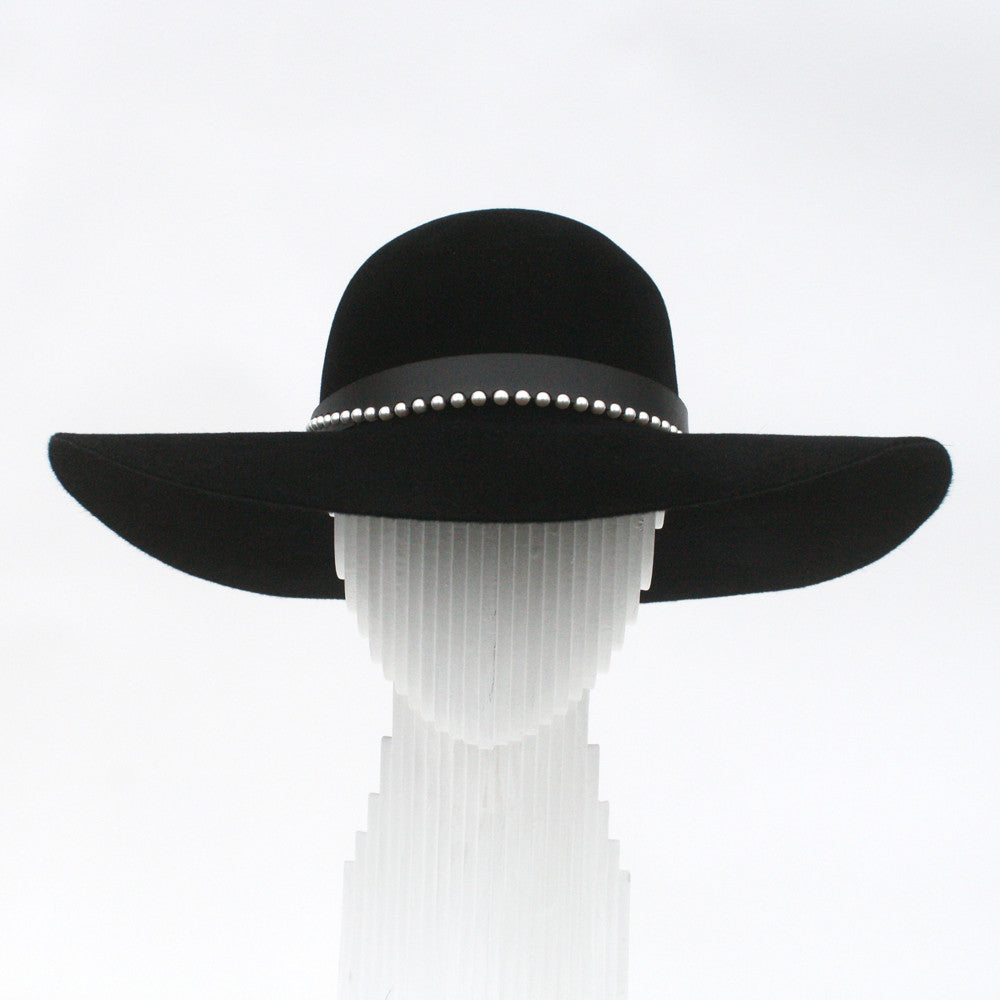 Wide brim felt with pearl and leather band