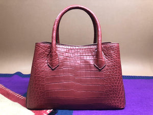 HOW TO DISTINGUISH BETWEEN GENUINE AND FAKE CROCODILE LEATHER