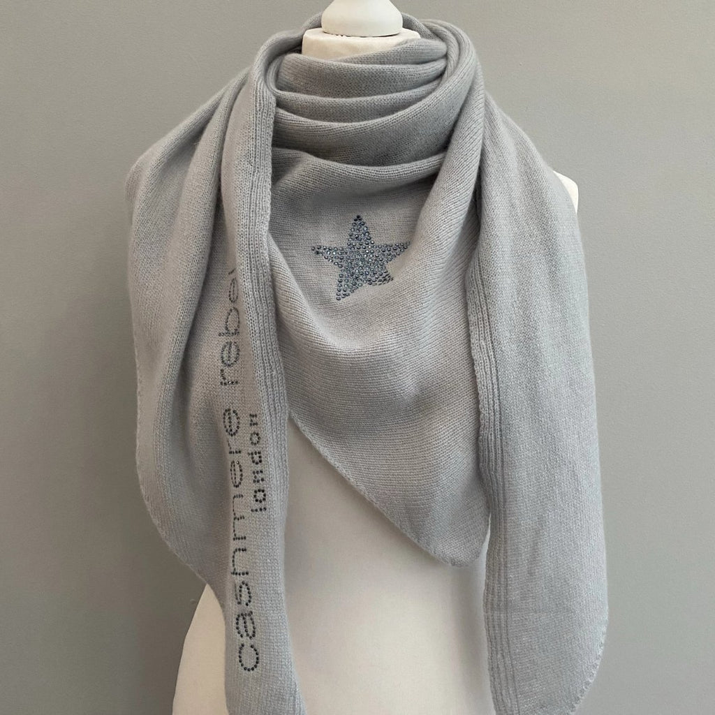 Knitted cashmere triangle scarf STAR (light grey/denim blue)