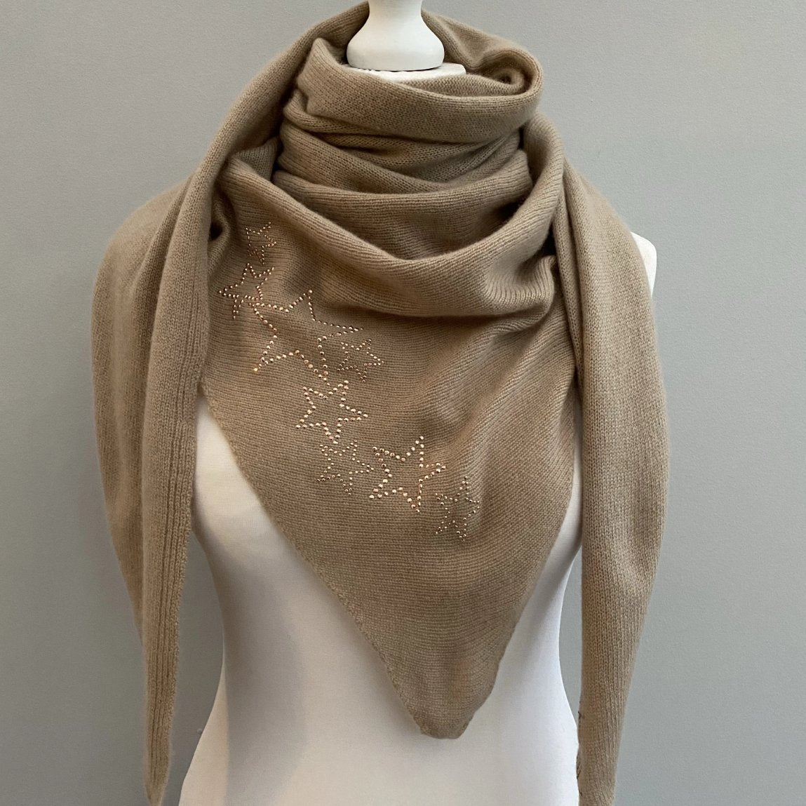 Knitted cashmere triangle scarf STARS (taupe/rose gold)