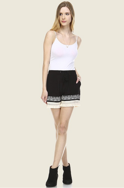 Shorts with embroidered tassel details and lace hem. Black/White