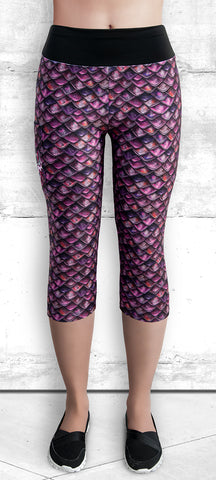 Capri Leggings with Fuchsia Dragon Scales and Pocket