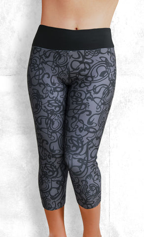 Capri Leggings - Squiggles - gray (#1010)