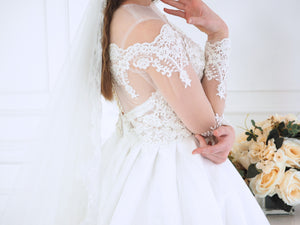Gaia queen white lace dress